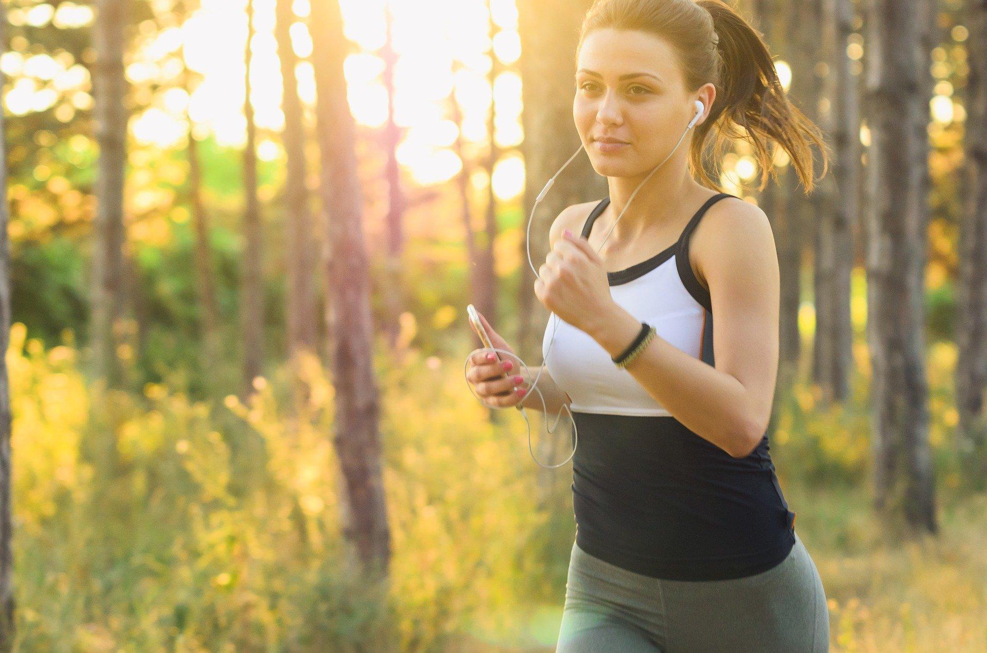 casting comédienne femme pratiquant le running pour un film corporate